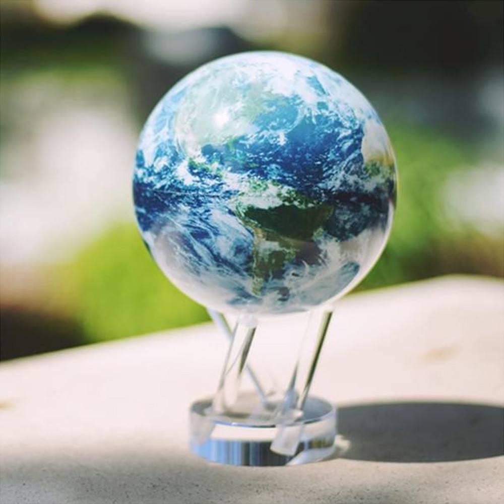 Globe Terrestre avec Nuages Mova
