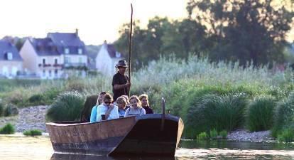 Descente nocturne de la Loire en bateauDescente nocturne de la Loire en bateau