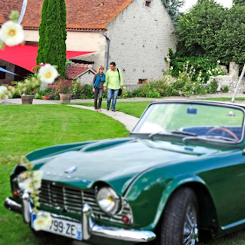 Prestige & Evasion : Du matin au soir, au volant d'une légende en Auvergne (Mustang, Triumph TR4 ou MGA)