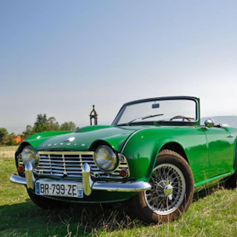 Prestige & Découverte : Une matinée ou un après-midi de conduite d'une voiture de légende Triumph TR4, Mustang ou MGA en Auvergne