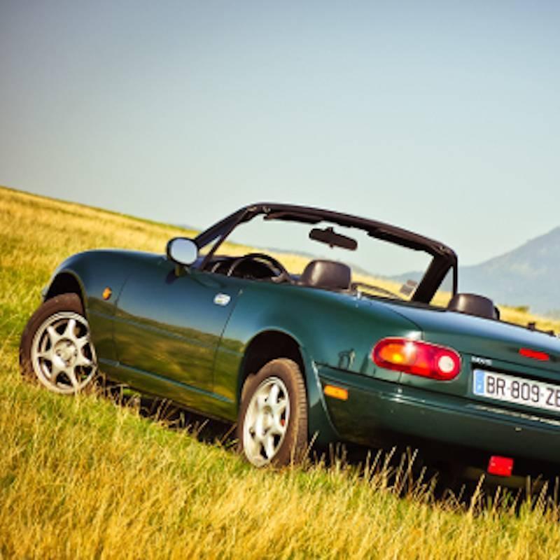 Plaisir & Evasion : Du matin au soir, au volant d'un cabriolet de légende en Auvergne (Alfa Spider ou Mazda MX5)