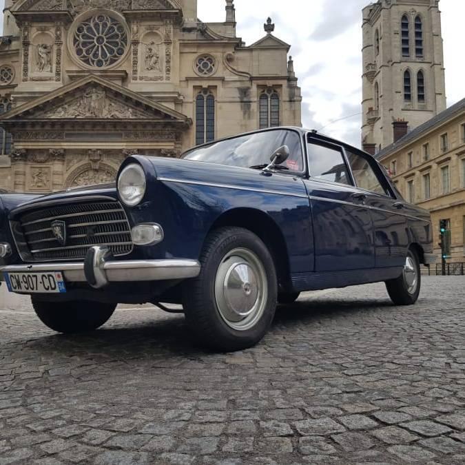 Balade Insolite en Peugeot 404 avec photos souvenir