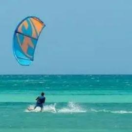 Semaine de kitesurf avec hébergement à Hyères.