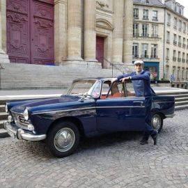Balade Gourmande à Paris avec Chauffeur en Peugeot 404 pour 2 personnes (incluant dégustation de vins chez un caviste)